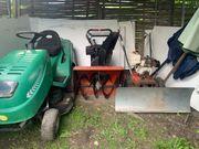 Raupenschneefräse schneepflug und Rasenmäher Traktor