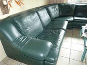 Hochwertige Couchgarnitur mit Tisch