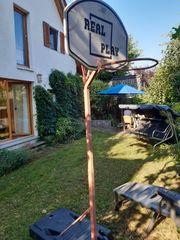 Basketballkorb-Ständer zu verschenken