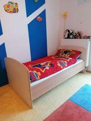 Kinderzimmer komplett mit Bett Schrank
