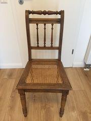 1 antiker Stuhl mit Wiener