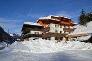 Ski-Urlaub Skifahrt Familien Gruppen Alleinerziehende Paare