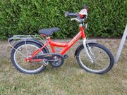 Mehrere Kinder-Fahrräder mit Mängeln an