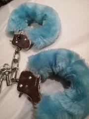 Handschellen aus Plüsch