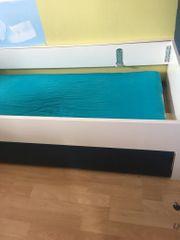 Bett mit ausziehbarem Bettkasten für