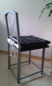 2 Stühle Metall grau inkl