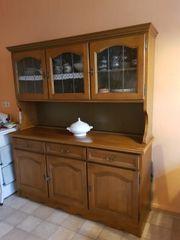 Küchenvitrine und Tisch mit 6