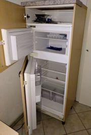 Großer Einbaukühlschrank mit Gefrierfach im