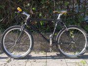 Schwarzes Mountainbike 26 Zoll Top
