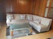 Couch ausziehbar und mit Kissen