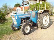 Traktor Ford 3055