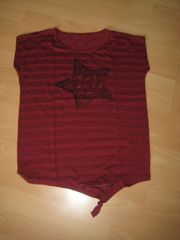 Shirt rot insich gestgreift mit