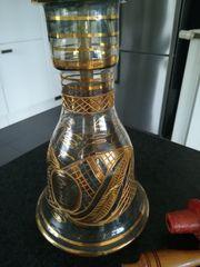 Schöne alte Shisha mit Glasbehälter