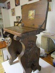 Barhocker aus Holz mit klappbarer