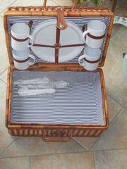 Pickknickkorb mit Besteck