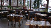 Restaurant Einrichtung und große Theke