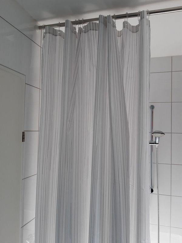 Duschvorhang-Garnitur neu