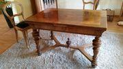 Tisch in Nußbaum mit 4