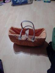 Strandkorb und Strandtasche