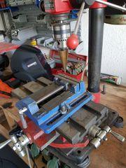 Ständerbohrmaschine mit Koordinatentisch