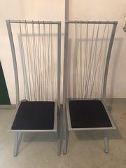 Zwei Designerstühle