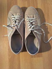 Duftende getragene Schuhe suchen neuen