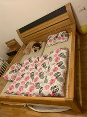 Doppelbett mit 2 Nachtkästen