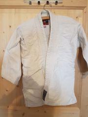 Judo Kampfsportanzug der Marke JU-Sports