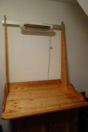 Wickeltischaufsatz mit montierter Wärmelampe