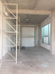 80 m² Auslieferungs Lager Rolltor