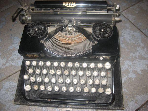 Alte Schreibmaschine Marke Royal Made in USA