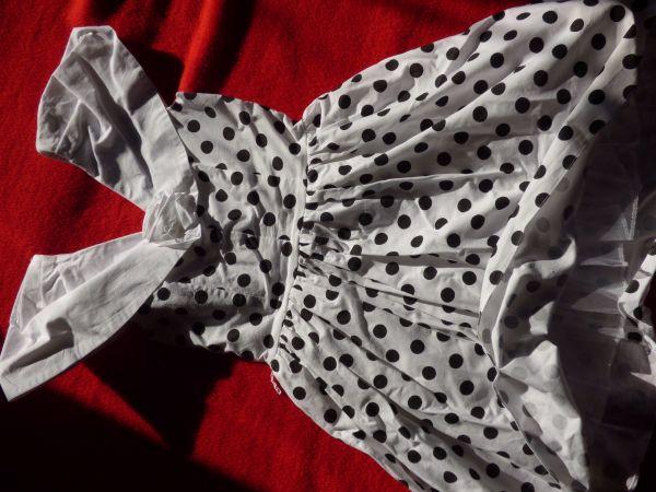 Weißes Rockabilly Kleid mit schwarzen Punkten, Größe 38 in