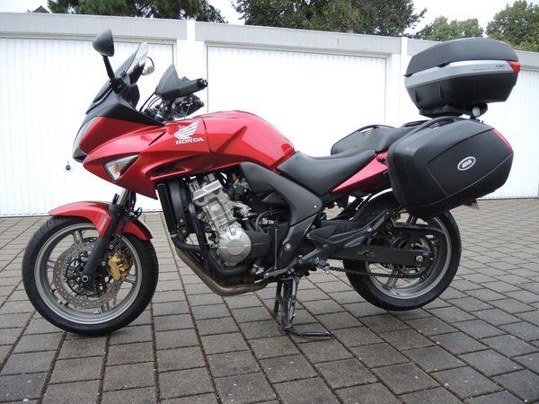 Honda Motorrad mit Tourenmäßiger Ausstattung