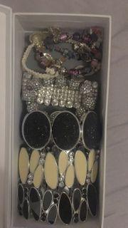 Ringe und Handketten