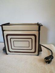 Retro Vintage Toaster mit Brötchen