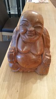 lachender Buddha aus Massivholz