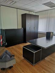 neue Büroeinrichtung in schwarz