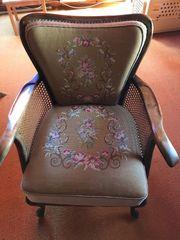 2 Sessel Stilmöbel mit gestickten