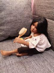 Puppe mit Bürste