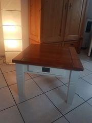 kleiner schöner Holztisch mit Schublade