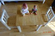 Biete Tisch und 2 Stühle