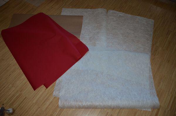 Papierbögen rot und weiß strukturiert