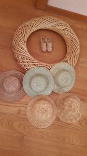 Verkaufe Bastelartikel Hüte und Holzkranz