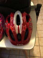Roter Kinder KED Helm mit