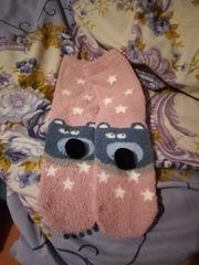 Rosa Socken mit Gesicht aus