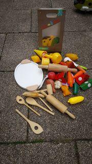 Holzspielzeug zum Kochen und Essen