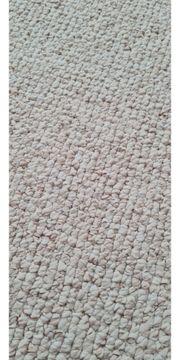 großer Teppich creme sand