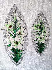 Weiße und gelbe Lilien mit