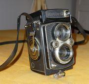 Yashica-12 antike Fotokamera mit Doppelobjektiv