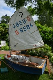 Schmuckstück - Holz-Segelboot Optimist - Schmuckstück